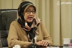 Dekan Fakultas Ilmu Kesehatan Dr. Retno Widowati, M.Si saat menjelaskan asal muasal  virus Corona ini menyebar.