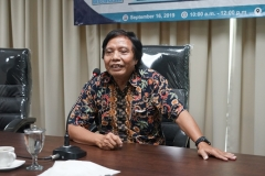 Moderator Dr. Sugardjito (Center For Sustainable Energy and Resources Management, Universitas Nasional)