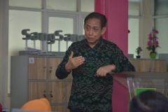 Bapak Rana selaku pemateris sedang menyampaikan presentasinya