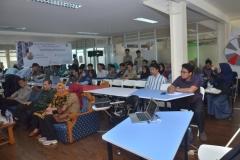 para mahasiswa sedang mengikuti kuliah umum