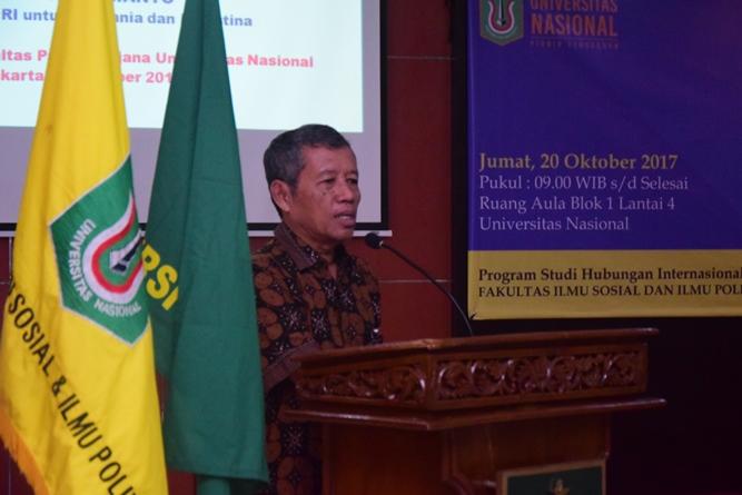 Ketua program studi HI Dr. Reuspatyo pada saat memberikan sambutannya dalam acara kuliah umum HI