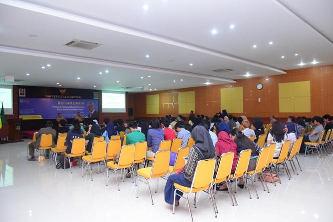 Para mahasiswa dari program studi HI saat mengikuti kuliah umum HI mengenai Palestina