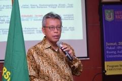 Drs. Andy Rachmianto, M.Phill selaku pembicara materi mengenai Palestina dalam kegiatan kuliah umum HI