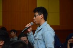 salah satu mahasiswa dari progdi HI saat bertanya dalam kuliah umum HI