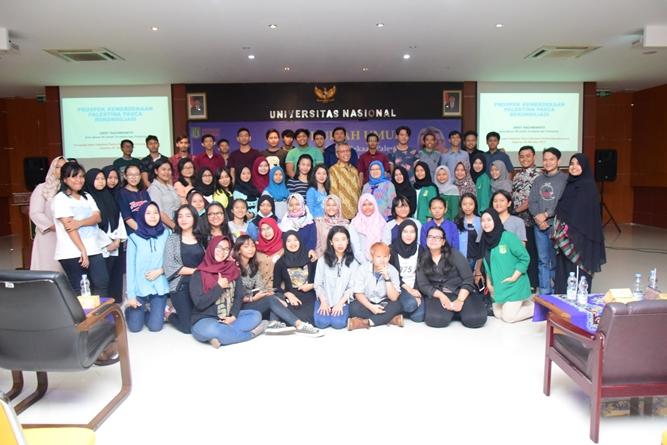para mahasiswa dan mahasiswi dari program studi HI dalam kegiatan kuliah umum HI