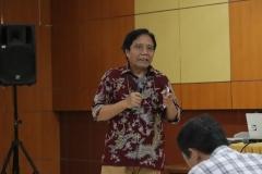 """Direktur Kantor Kerjasama Internasional J. Sugarjito, Ph.D saat memberikan kata sambutan pada kegiatan kuliah umum """"The Gendered Nature of Ecosystem Services"""" di Aula Blok 1 lantai 4 Universitas Nasional, (22/3)"""