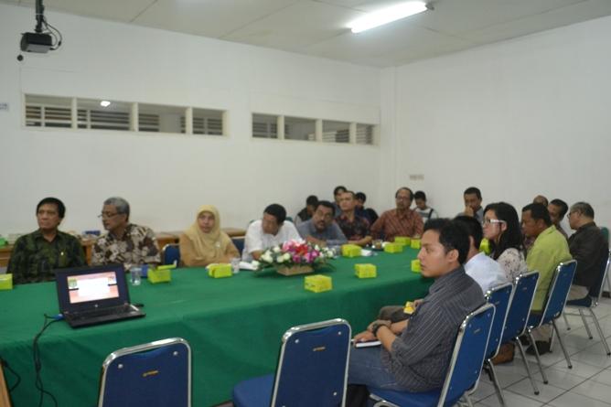 Para peserta kuliah umum