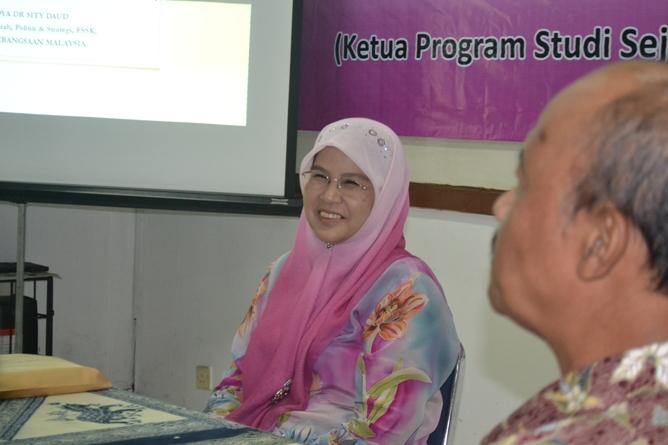 Pembicara utama pada kuliah umum