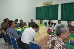 Para peserta seminar yang terdiri dari dosen dan mahasiswa