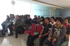 mahasiswa-sedang-mendengarkan-materi