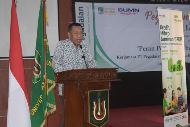 Wakil Rektor Bidang Kemahasiswaa Dr. Drs. Zainul Djumadin, M.Si Saat memberikan sambutan