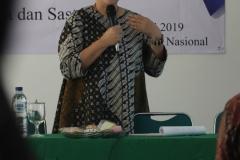 Trainer Omotenashi  Jepang, Reiko Ishikawa saat memberikan materi dihadapan peserta kuliah umum di ruang seminar UNAS, Jakarta, Sabtu (6/4)