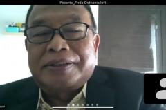 Narasumber dalam kegiatan, Prof. Dr. Zainal Arifin Hosein, S.H., M.H. sedang memaparkan materinya dalam kuliah umum virtual