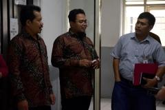 (Kiri-kanan) Dekan Fakultas Bahasa dan Sastra Drs Somadi, M.Pd, Dosen  Fakultas Bahasa dan Sastra Ahmad, perwakilan BRI