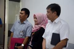 Perwakilan BRI (kiri dan tengah), Kepala Biro Administrasi Umum Drs. Ian Zulfikar, M.Si