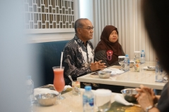 Rektor Universitas Nasional Dr. Drs. El Amry Bermawi Putera, M.A bersama Direktur Akademi Bahasa Asing Nasional Dra. Rura Adinda, M.A.  saat pertemuan dengan Delegasi Daegu Catholic University (DCU) Korea