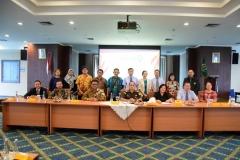 Foto bersama seluruh delegasi Guangxi University for Nationalities, China dengan pimpinan fakultas hukum serta pimpinan kejaksaan