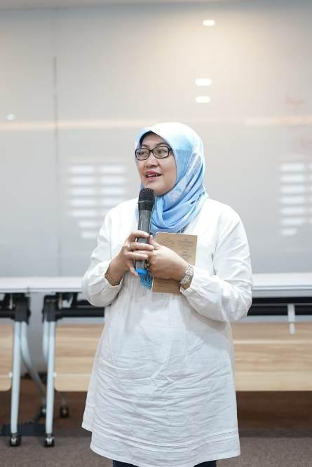 Dekan FIKES Dr. Retno Widowati, M.Si. sedang memberikan sambutannya dalam kunjungan