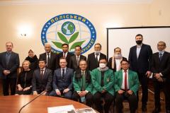 Foto bersama pada delegasi dalam lawatannya ke Ukraina pada 15-20 Maret 2021