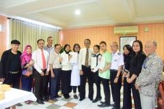 foto bersama Direktur Akparnas dan jajaran dengan CKPNI Serta mahasiswa