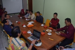 diskusi saat mengadakan kerjasama