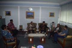Saat berbincang-bincang di ruang rektorat UNAS (3)