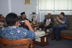 Saat berbincang-bincang di ruang rektorat UNAS (6)