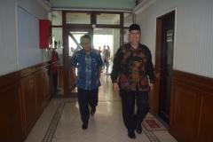 Wakil Rektor Bidang Administrasi Umum, Keuangan, dan SDM (Dr. Drs. Eko Sugiyanto, M.Si) dan Staff Khusus Kemenristek Dikti (Abdul Wahid Maktub)