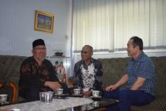 Saat berbincang-bincang di ruang rektorat UNAS (7)