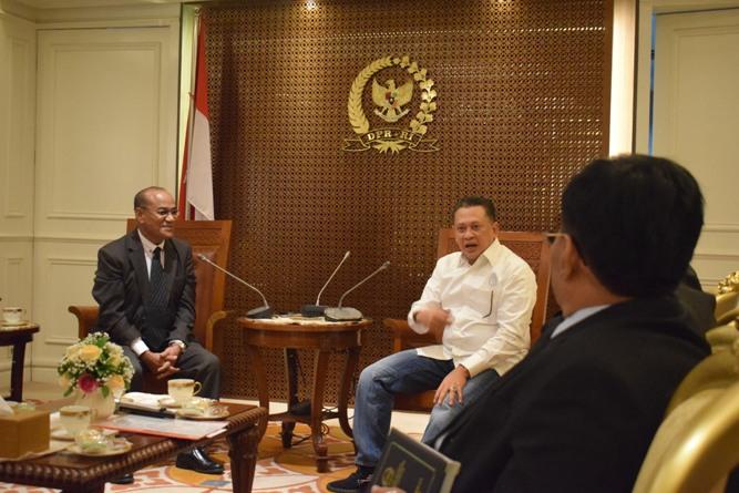 Ketua DPR RI, sedang memberikan sambutannya dalam pertemuan