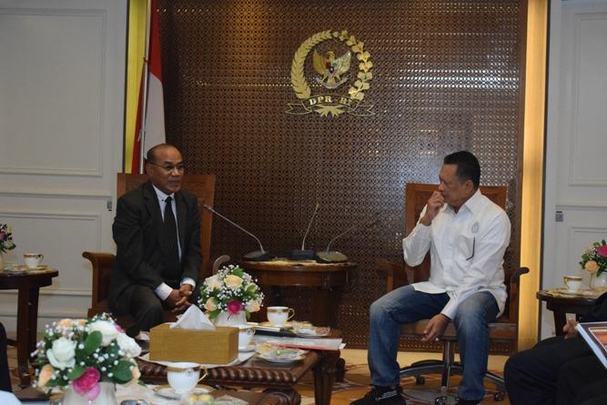 Rektor UNAS sedang membuka sambutan dan pembicarannya dengan Ketua DPR RI