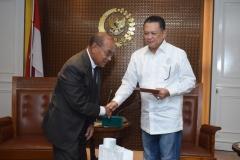 Pemberian surat undangan kepada Ketua DPR RI sebagai Keynote Speaker