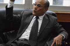 Rektor UNAS Dr. El Amry Bermawi Putera, M.A. sedang berdiskusi