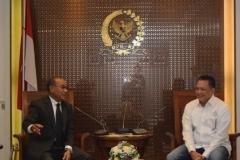 Rektor UNAS sedang berbincang dengan Ketua DPR RI