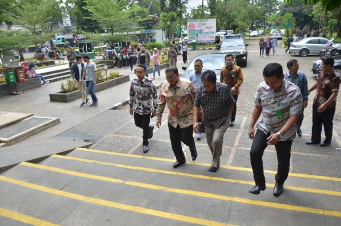 Dr. H. Fadli Zon, S.S., M.Sc. (Wakil Ketua DPR RI) tiba di Universitas Nasional