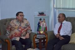 Dr. H. Fadli Zon, S.S., M.Sc. (Wakil Ketua DPR RI) dan Dr.Drs. El Amry Bermawi Putera, M.A (Rektor Universitas Nasional)