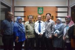 foto bersama Rektor UNAS, tamu dari yayasan korindo, dan direktur dan wadir abanas