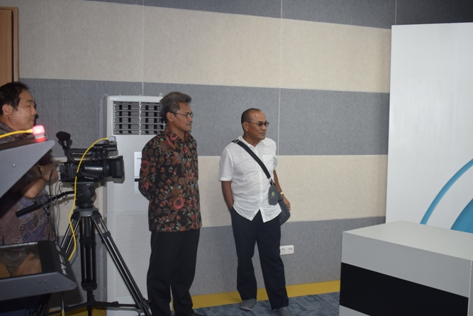 Sekretaris Jenderal Kemenristek DIKTI, Prof Ainun Na'im & Rektor Universitas Nasional di Lab Bambu Kuning (1)