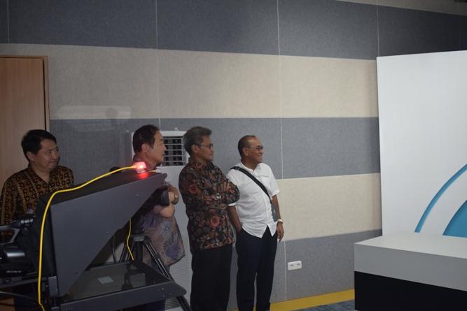 Sekretaris Jenderal Kemenristek DIKTI, Prof Ainun Na'im & Rektor Universitas Nasional di Lab Bambu Kuning (2)