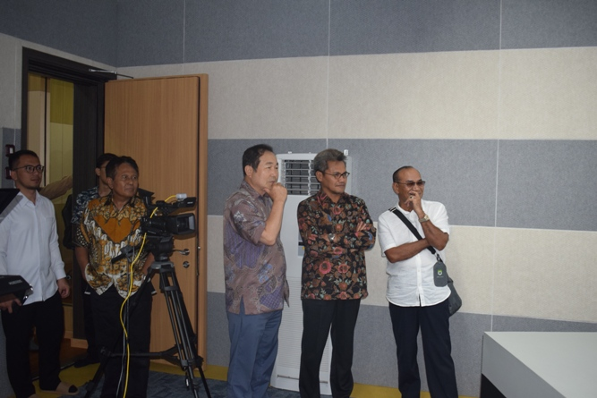 Sekretaris Jenderal Kemenristek DIKTI, Prof Ainun Na'im & Rektor Universitas Nasional di Lab Bambu Kuning (4)