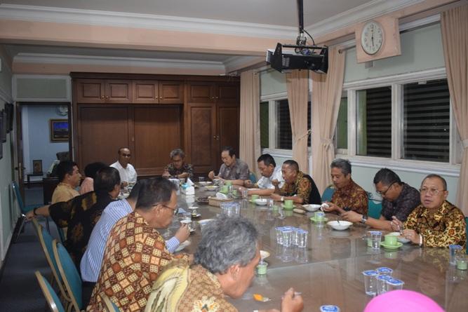 Silaturahmi jajaran pimpinan Universitas Nasional dengan Sekretaris Jenderal Kemenristek DIKTI, Prof Ainun Na'im, di kampus UNAS Pejaten (1)