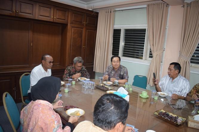 Silaturahmi jajaran pimpinan Universitas Nasional dengan Sekretaris Jenderal Kemenristek DIKTI, Prof Ainun Na'im, di kampus UNAS Pejaten (2)