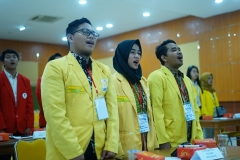 Peserta Lomba Bisnis Plan saat menyanyikan Indonesia Raya