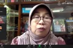 Wakil Rektor Bidang Penelitian dan Pengabdian pada Masyarakat Prof. Dr. Ernawati Sinaga, M.S., Apt. saat mengikuti Webinar Series : Kontribusi Sains dan Teknologi Dalam Pencegahan dan Penanggulangan Covid-19 (Bidang Teknologi), di Jakarta pada Senin, 22 Juni 2020