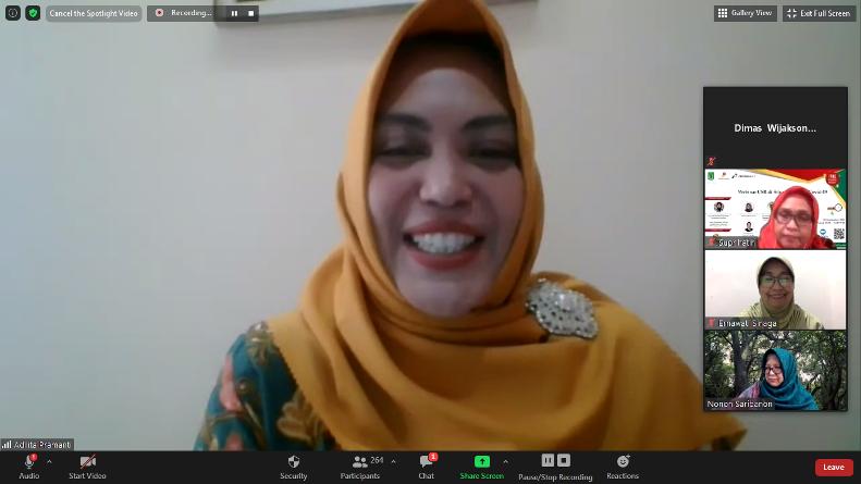 Ketua Program Studi Sosiologi/ Moderator Adilita Pramanti, S.Sos., M.Si saat memandu webinar CSR di situasi pandemi covid-19, Jumat (4/9), di Jakarta.