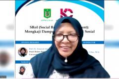 Ketua LPPM Universitas Nasional, Dr. Nonon Saribanon, M.Si., selaku narasumber dalam kegiatan kajian SRoI (Social Return on Investment) : Mengkaji Dampak Program Inovasi Sosial yang diselenggarakan LPPM UNAS pada hari Kamis, 8 April 2021