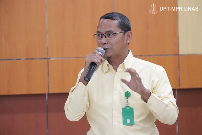 Kepala UPT Wirausaha Mandiri Kepala Drs. Suadi Sapta Putra, M.Si.M.