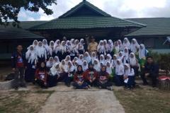 Mahasiswa FIKES berfoto bersama dengan siswa siswi sekolah dikabupaten sambas, Kalimantan Barat, 11-24 Maret 2019