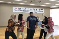 Foto bersama mahasiswa pertanian dengan para pembina di Jepang saat acara penutupan program internship Internasional pada Jumat, 10 Juli 2020