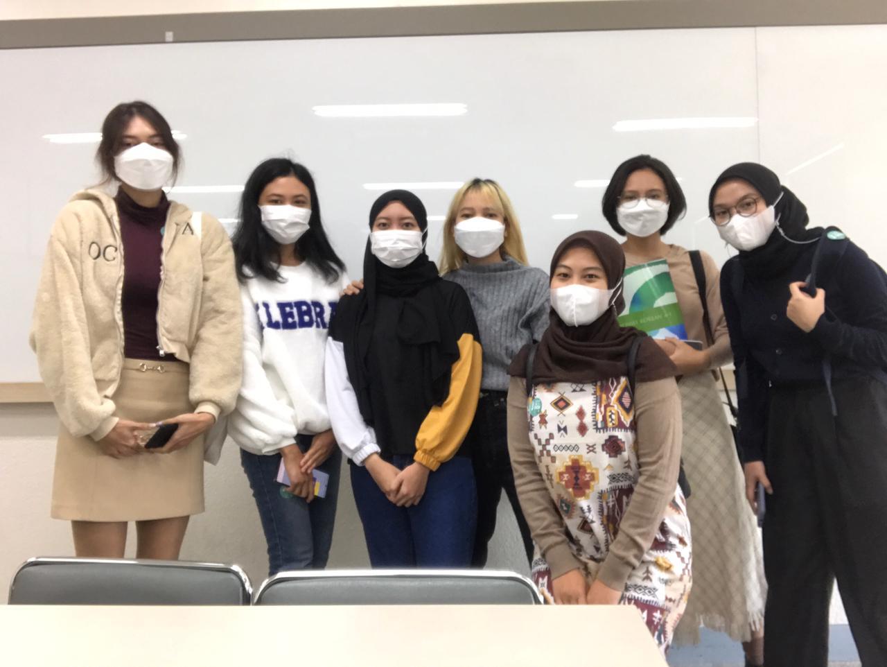Para mahasiswa Prodi Bahasa Korea UNAS yang mengikuti program Student Exchange di Daegu Catholic University, Korea Selatan pada tahun 2021